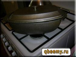 Мясной соус готовится в котелке
